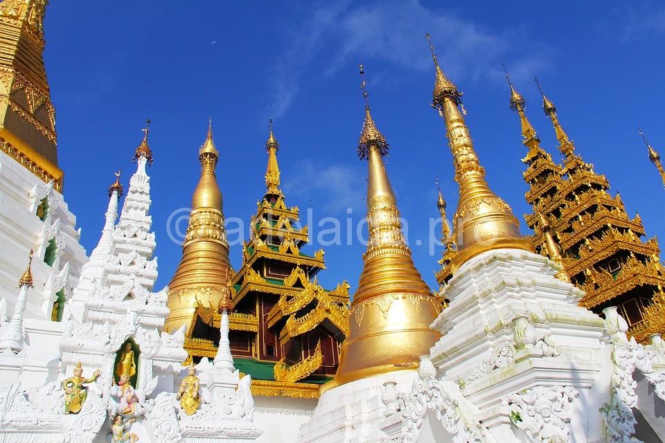 Храмовый комплекс Шведагон - известная достопримечательность Бирмы