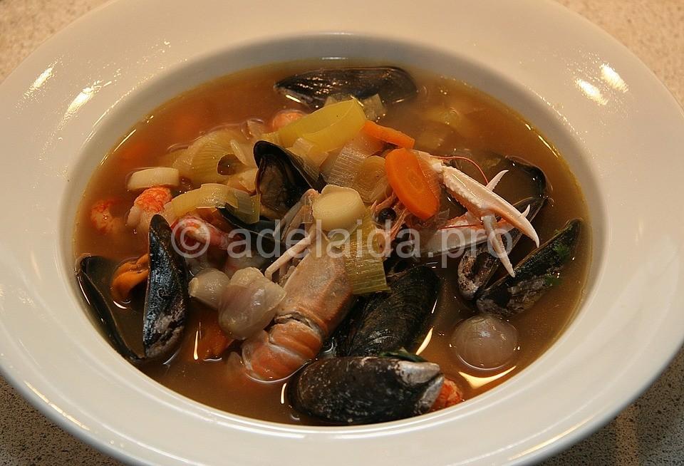Еще одно из популярных блюд – суп из морепродуктов