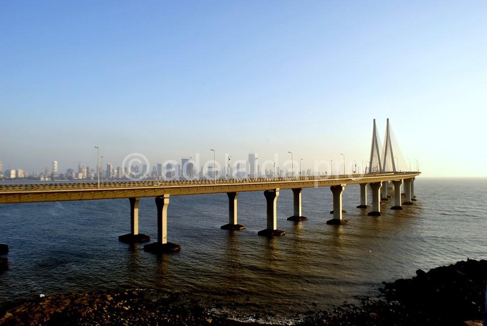 Особое украшение города Мумбаи на западе страны – мост Bandra–Worli Sea Link или, официальное его название, Rajiv Gandhi Sea Link