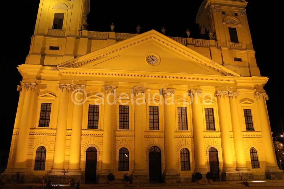 Среди достопримечательностей привлекает внимание туристов Кальвинистский собор