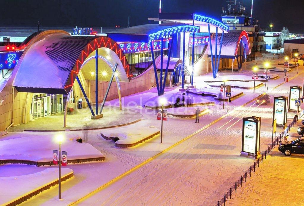 Аэропорт, принимающий рейсы в Сургуте так и называется - «Сургут»