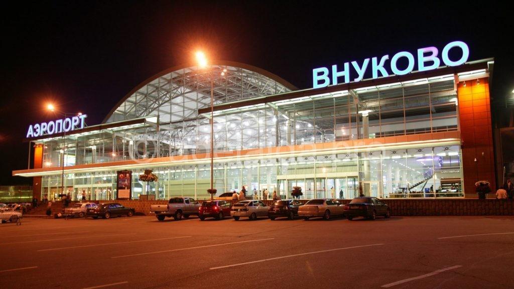 Аэропорт, выполняющий рейсы из Москвы в Сургут - это Внуково