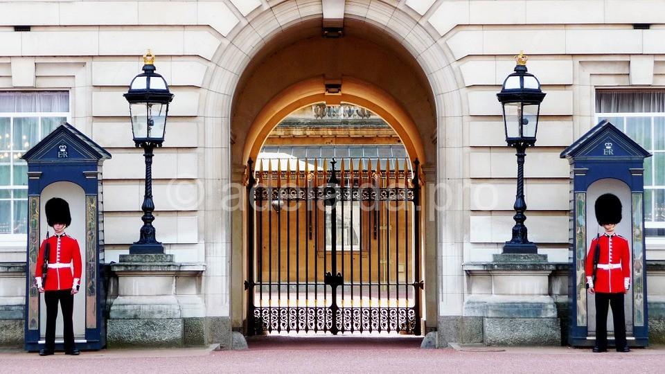 Букингемский дворец хранит в себе семейные драгоценности английской короны