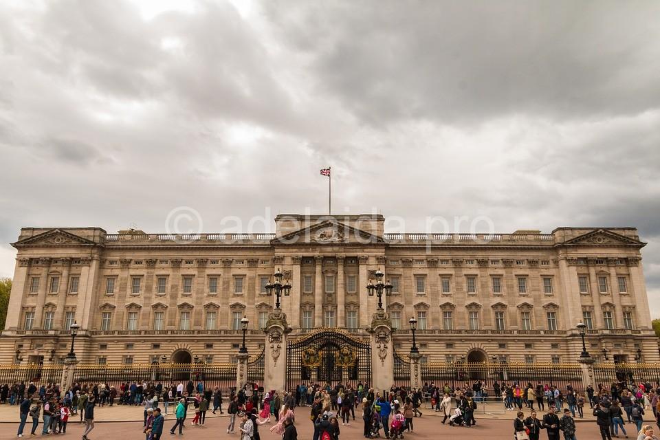 Букингемский дворец - резиденция королевы Елизаветы Второй