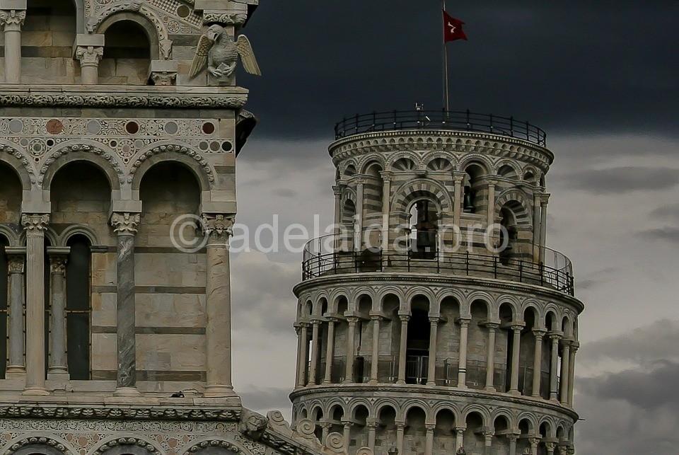 Пизанская башня сконструирована в форме цилиндра