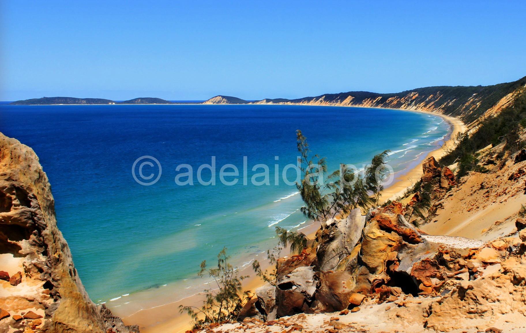 Самые удивительные разноцветные пляжи мира
