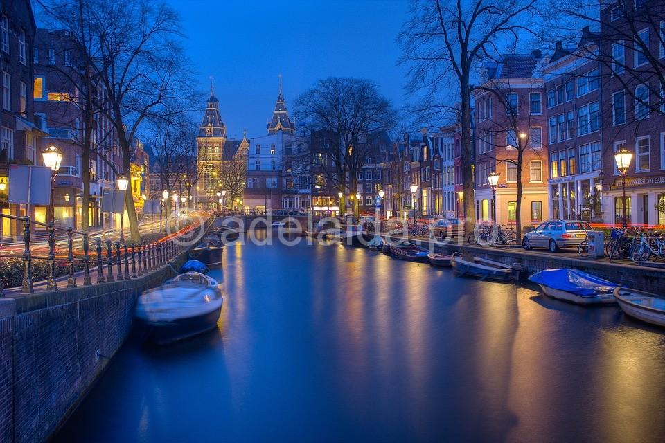 Вдоволь насладившись Бельгией за три дня, можно отправляться в Амстердам, столицу Нидерландов, родину Ван Гога