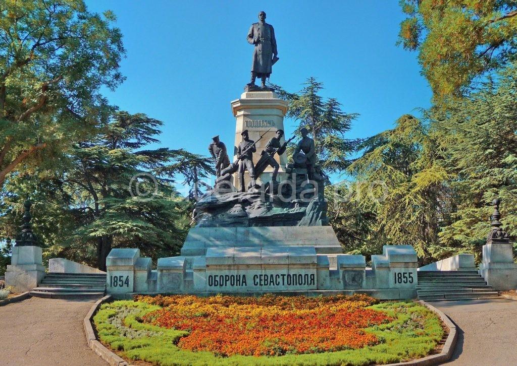 Памятник героям обороныСевастополя