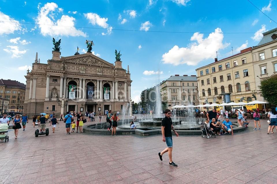 площадь Рынок и оперный театр